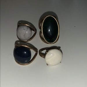 Jewelry - Set of four ring set